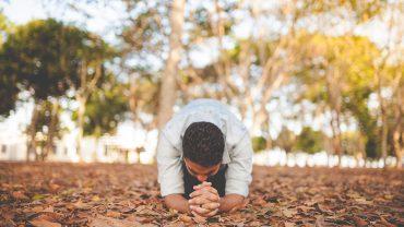 Oração para ele te procurar desesperado