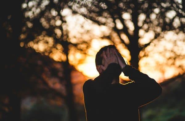 Sonhar com alguém chorando