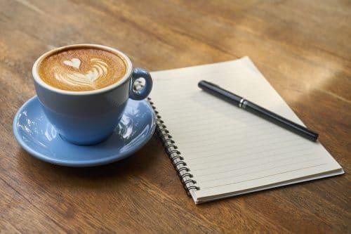 Sonhar com café com leite