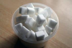 Banho de descarrego com sal grosso e açúcar