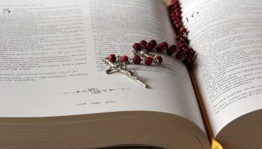 Oração para afastar uma pessoa da vida de outra