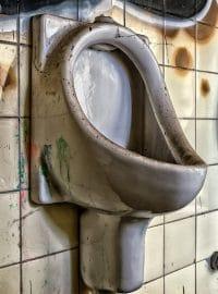 banheiro sujo