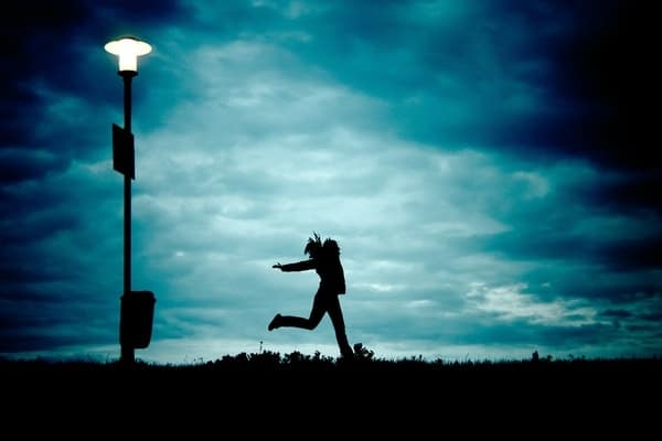 O que significa sonhar que está sendo perseguida/o?