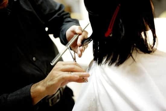 O que significa sonhar cortando o cabelo