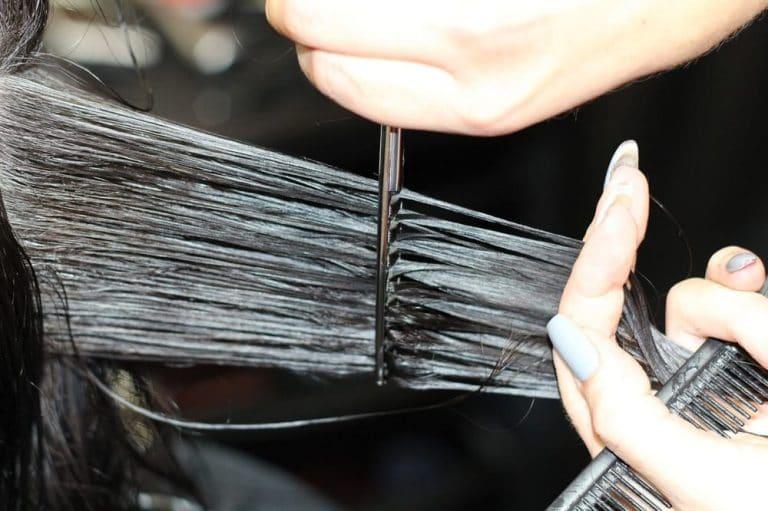 Sonhar cortando o cabelo