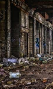 Filho em prédio demolindo