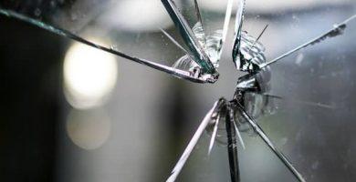 Sonhar com vidro quebrado