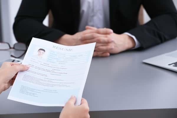 Sonhar com entrevista de emprego